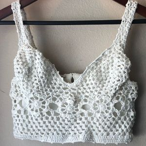 White knit cropped top